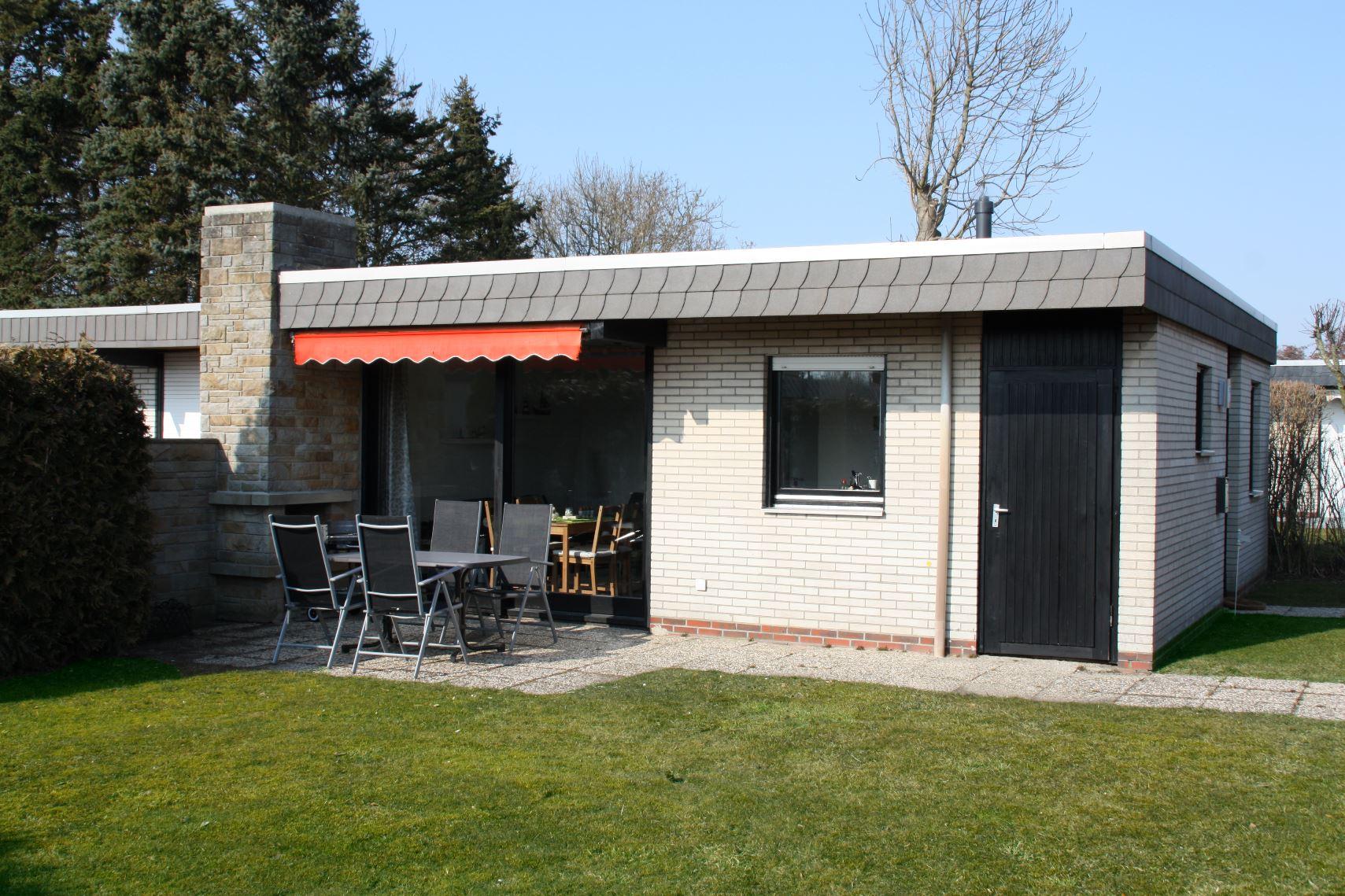 ordsee Ferienhaus - Terrasse und Garten